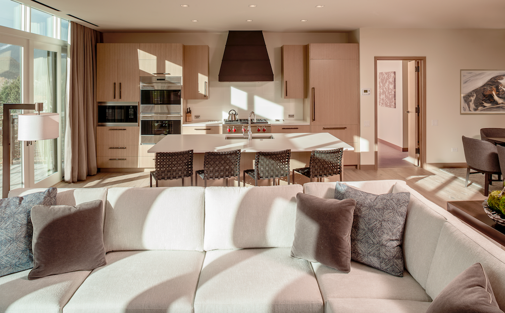 Limelight Hotels biedt ook familiekamers en suites met eigen keuken. Tussendoor kun je relaxen in het zwembad of de hottub.