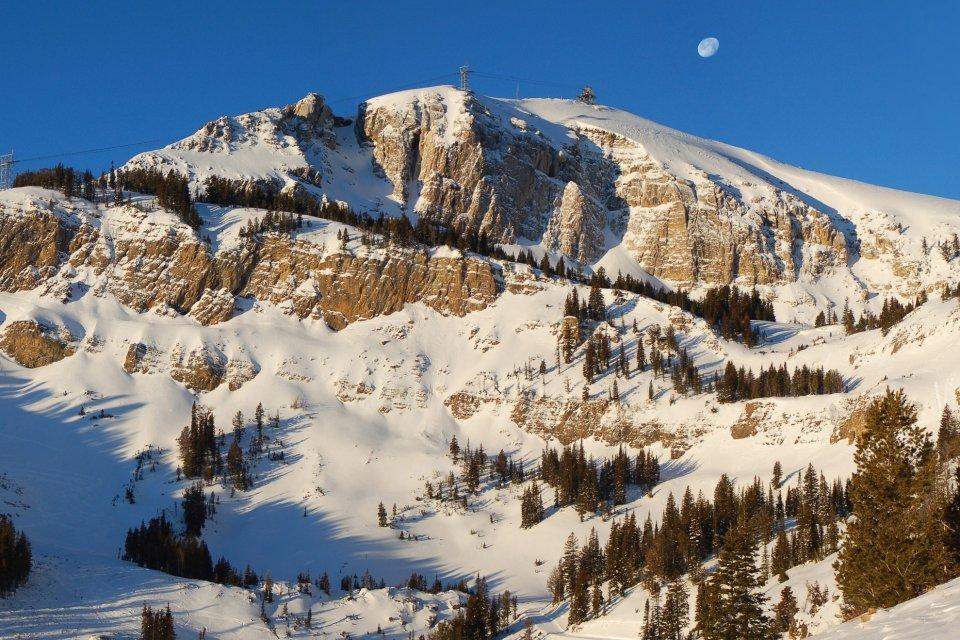Wintersport in skigebied Jackson Hole in de staat Wyoming in Amerika