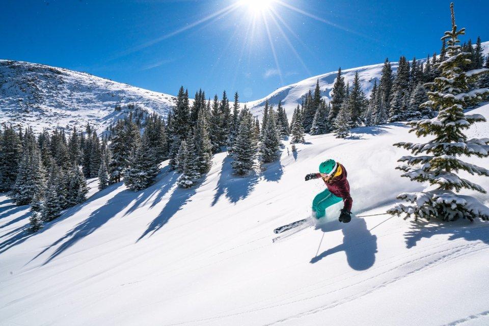 2018-02-16_wp_bluebirdpowder-skiing-cfrey-001-_2048px.jpg