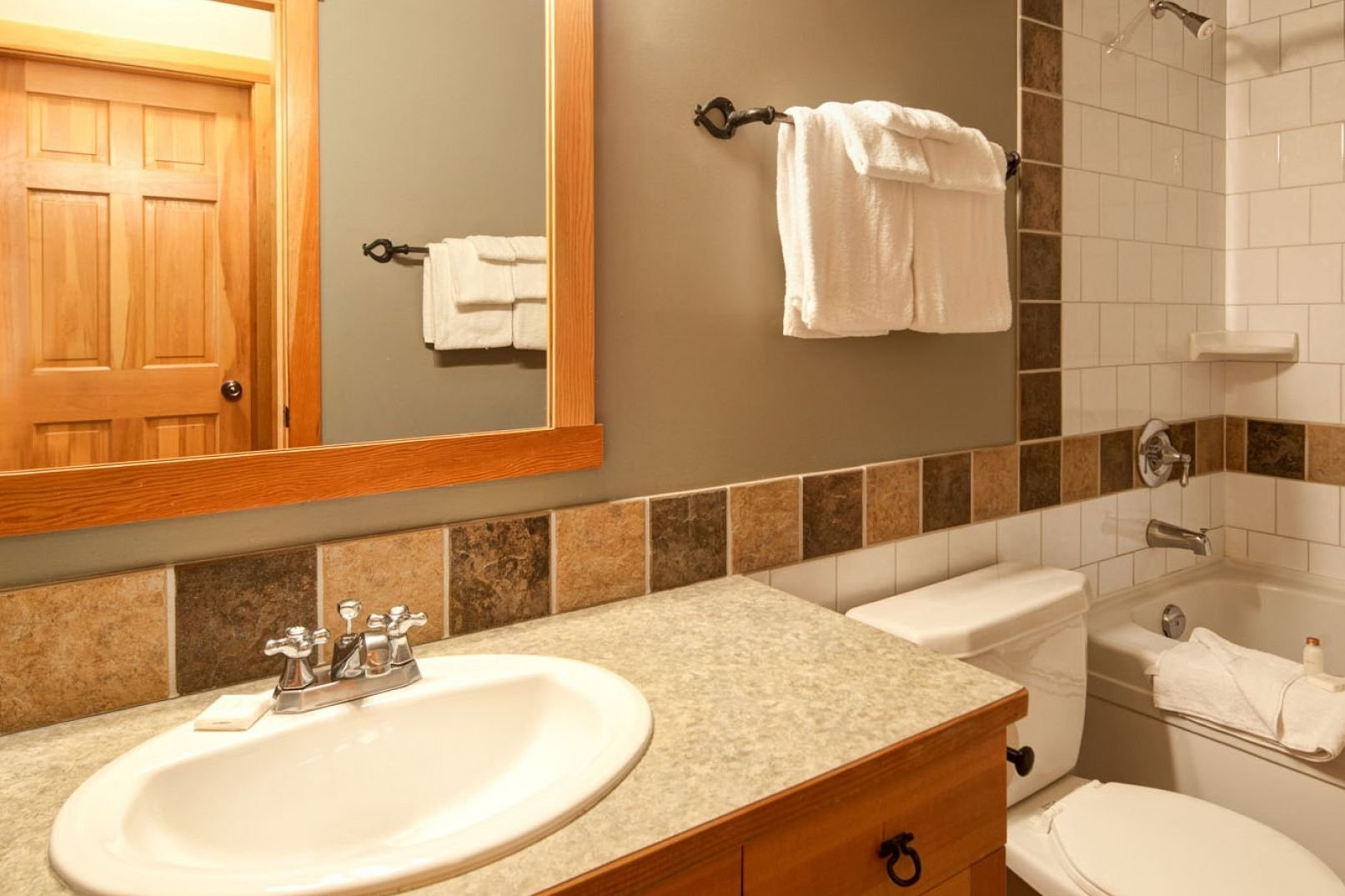 Panorama Mountain Village - riverbendt bathroom.jpg
