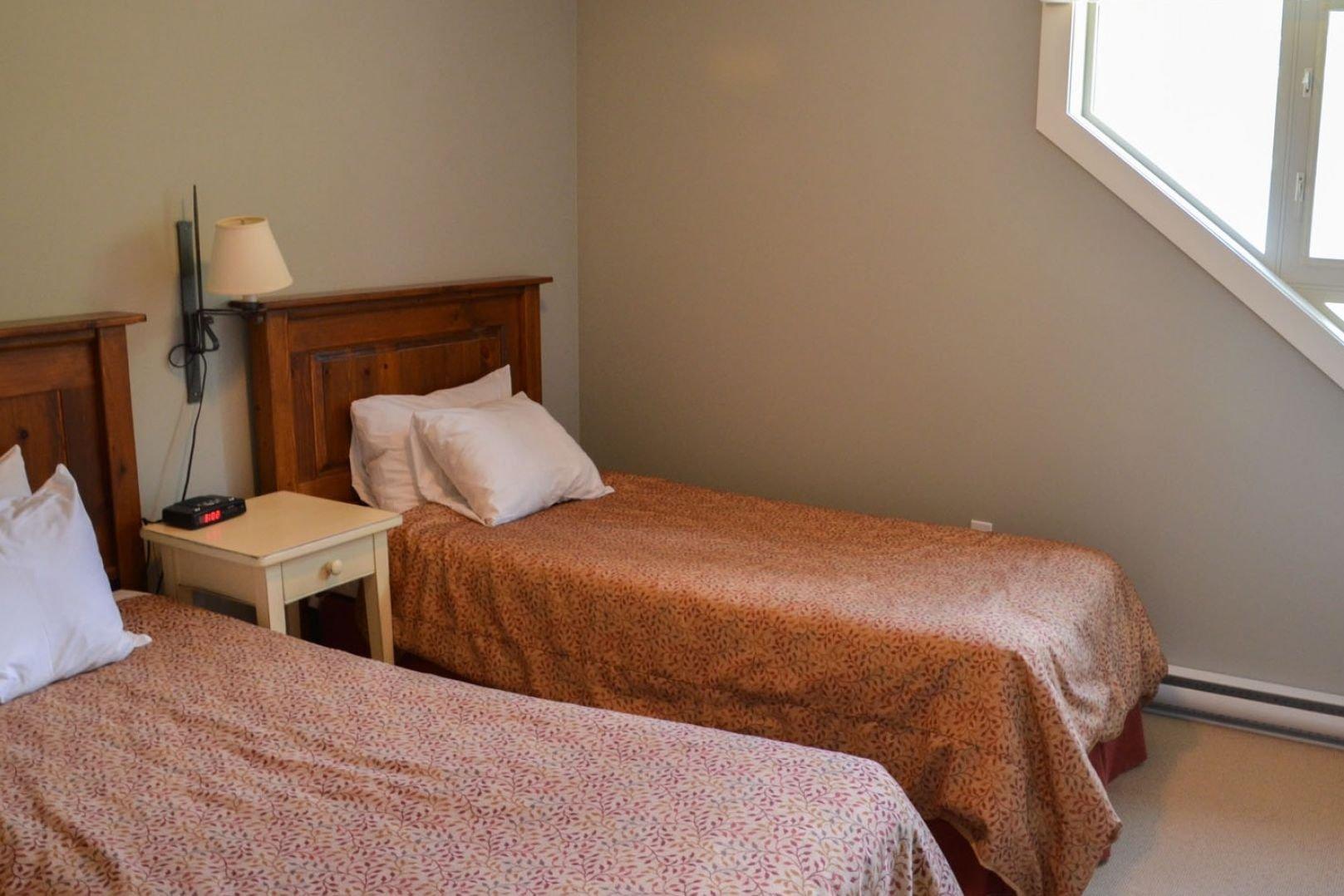 Panorama Mountain Village - aurora townhomes bedroom.jpg