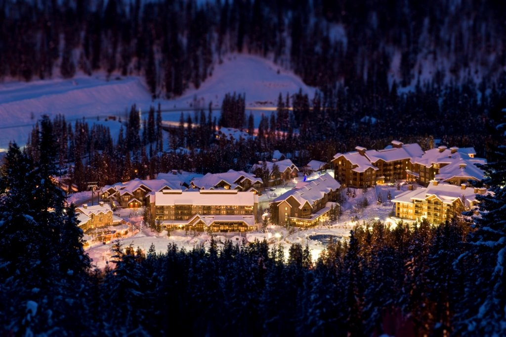 Skigebied Panorama Mountain Village by night
