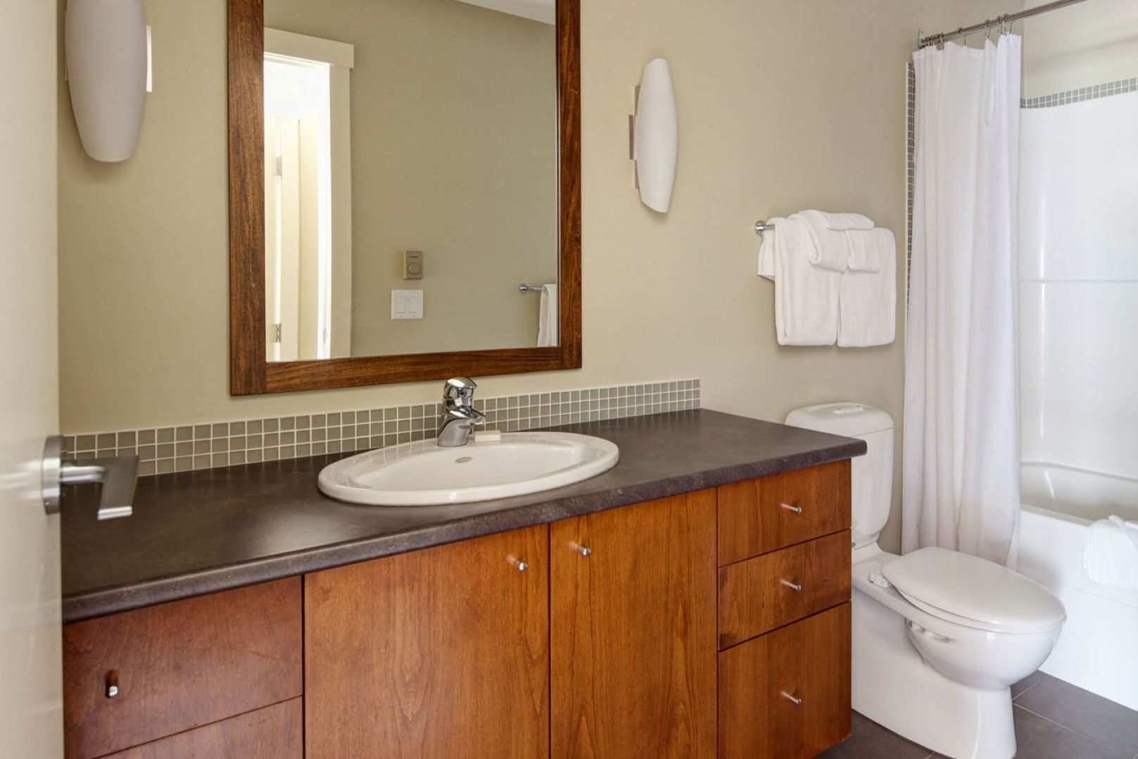 Panorama Mountain Village - lookout townhomes bathroom.jpg