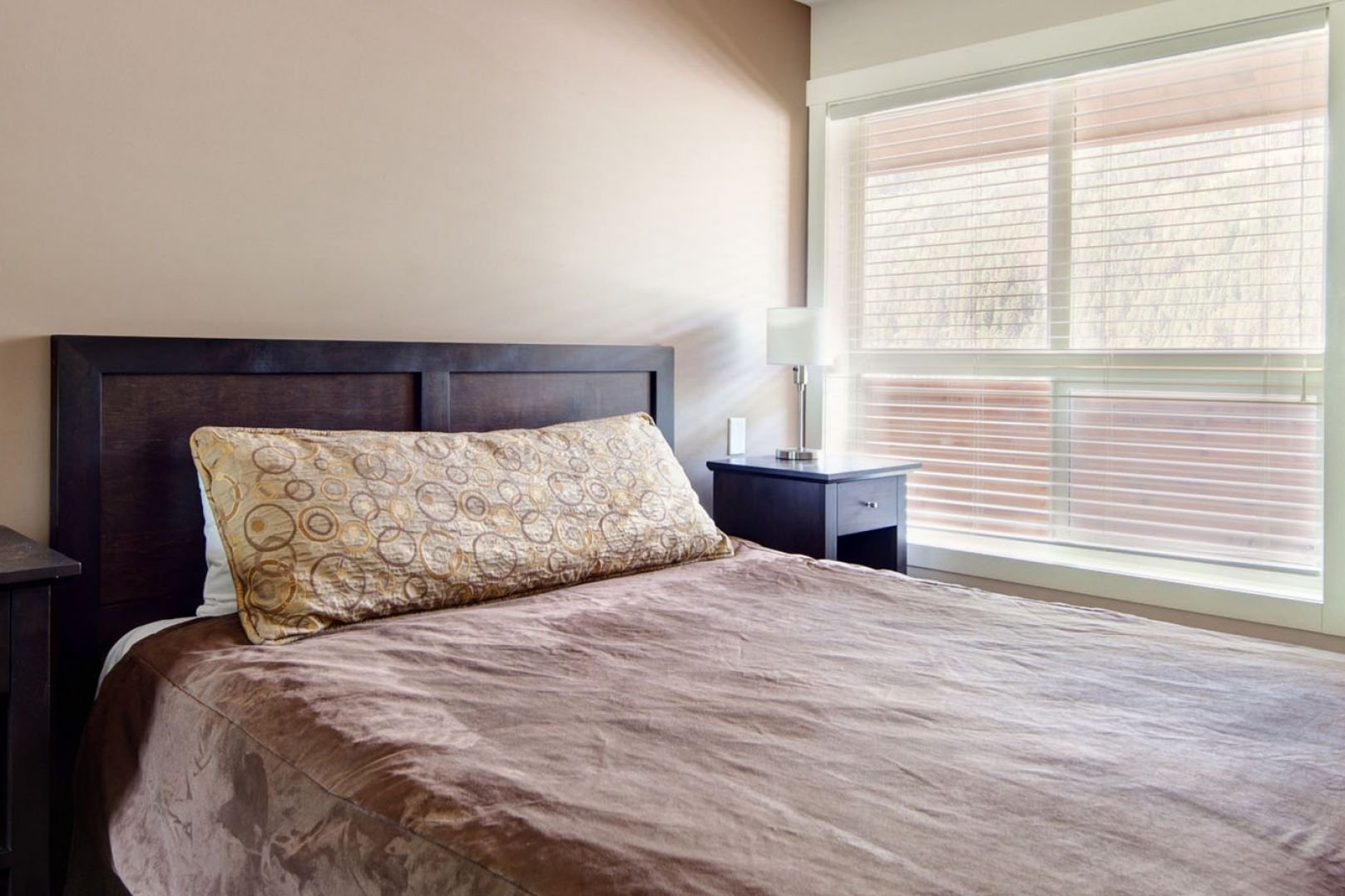 Panorama Mountain Village - lookout townhomes bedroom.jpg
