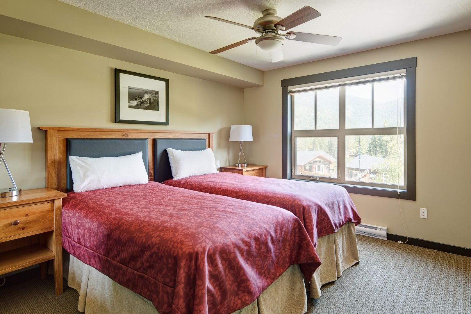 Panorama Mountain Village - 1000 peaks lodge bedroom.jpg