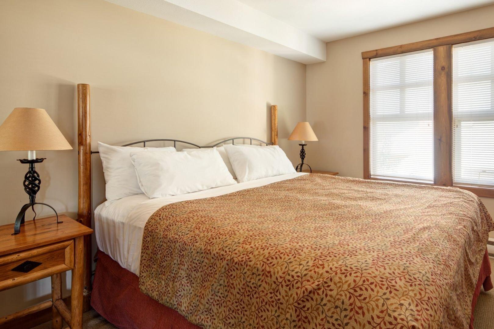 Panorama Mountain Village - taynton lodge bedroom.jpg