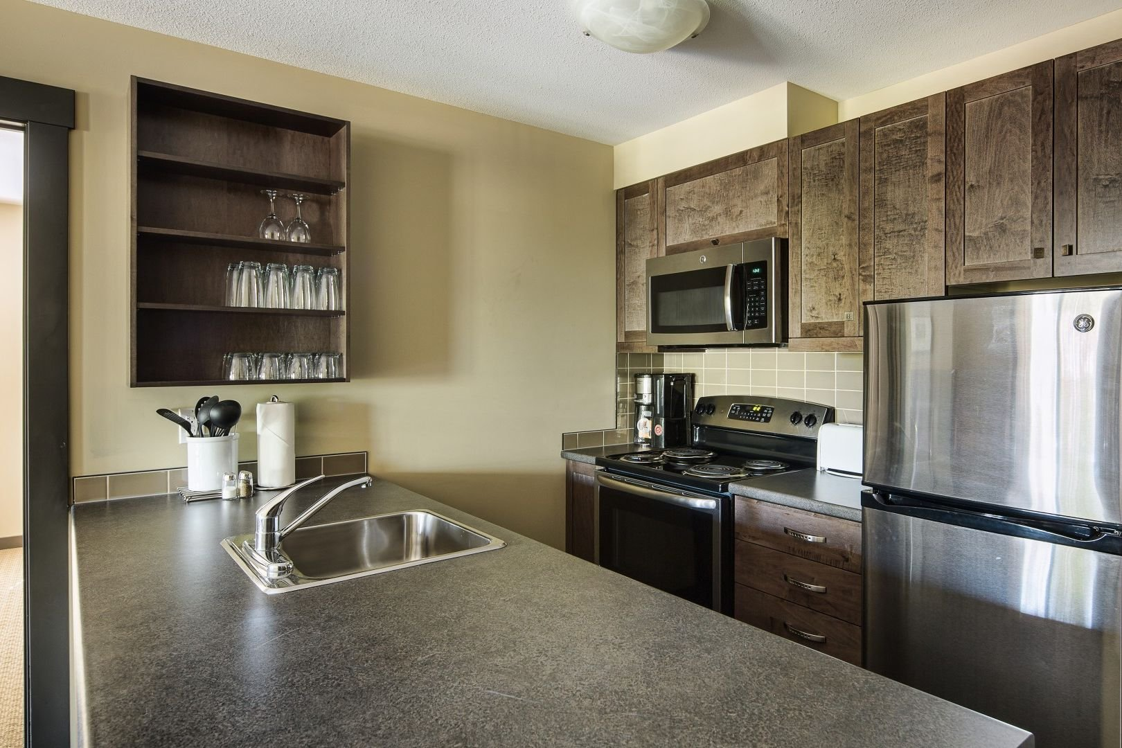 Panorama Mountain Village - 1000 peaks lodge kitchen.jpg