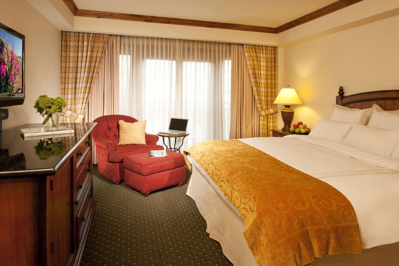 vail marriott standard guestroom.jpg
