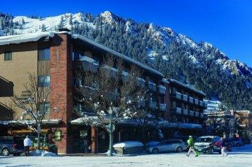 Aspen - aspen square hotel exterieur.jpg