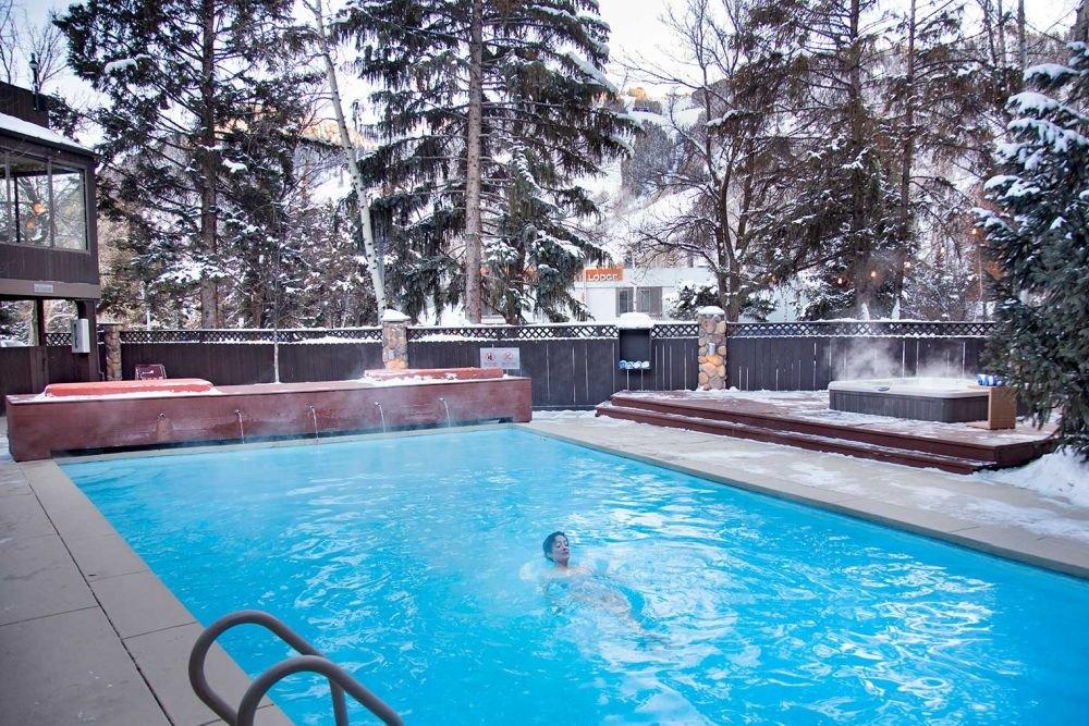 Aspen - hotel aspen pool.jpg