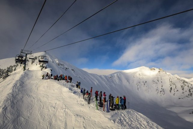 Kicking Horse wintervakantie skiers op de berg.jpg