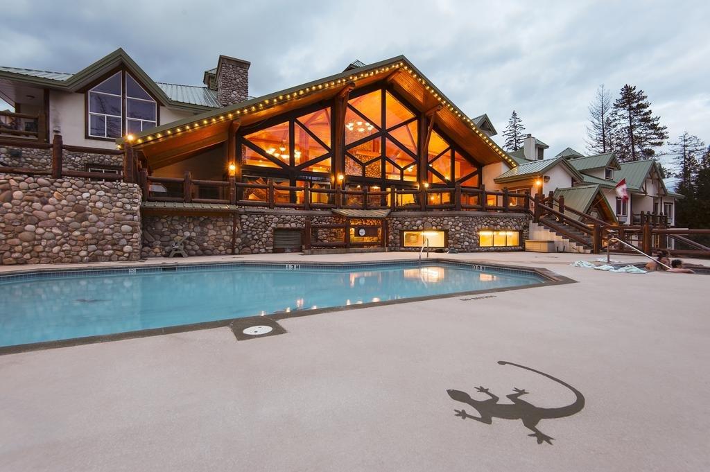 Fernie - Lizard Creek Lodge pool
