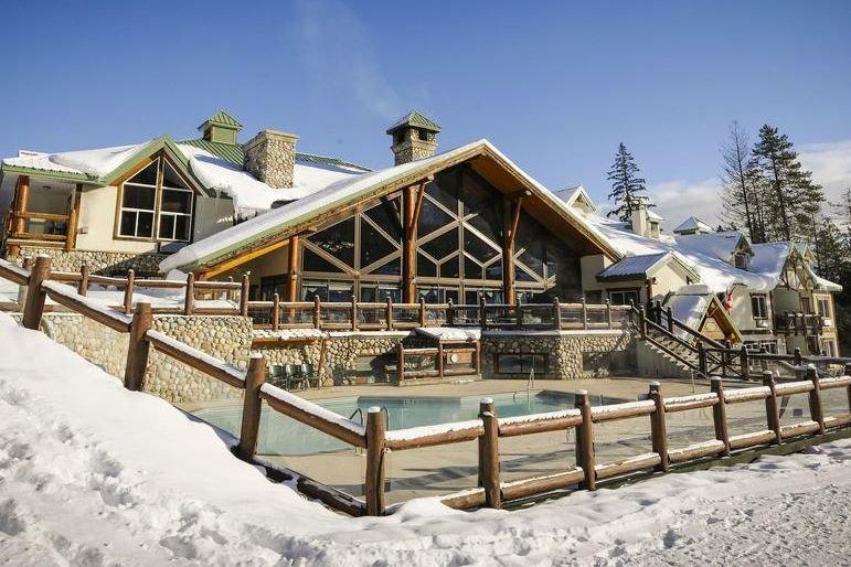 Fernie - Lizard Creek Lodge outdoor pool