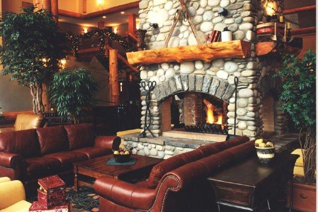 Fernie - Lizard Creek Lodge lobby