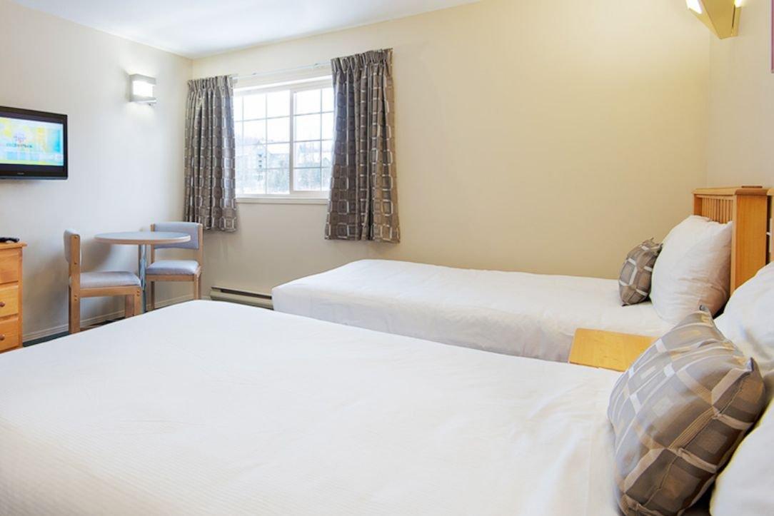 Fernie - Fernie Slopeside Lodge standard room
