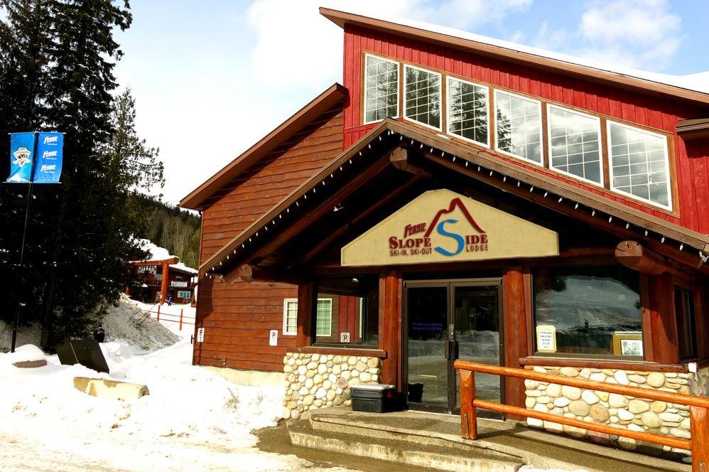 Fernie - Fernie Slopeside Lodge exterior
