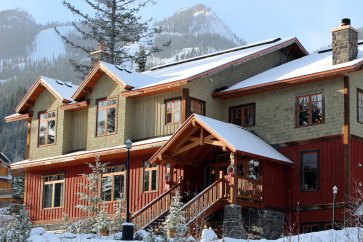 Kicking Horse - Copper Horse Lodge exterior