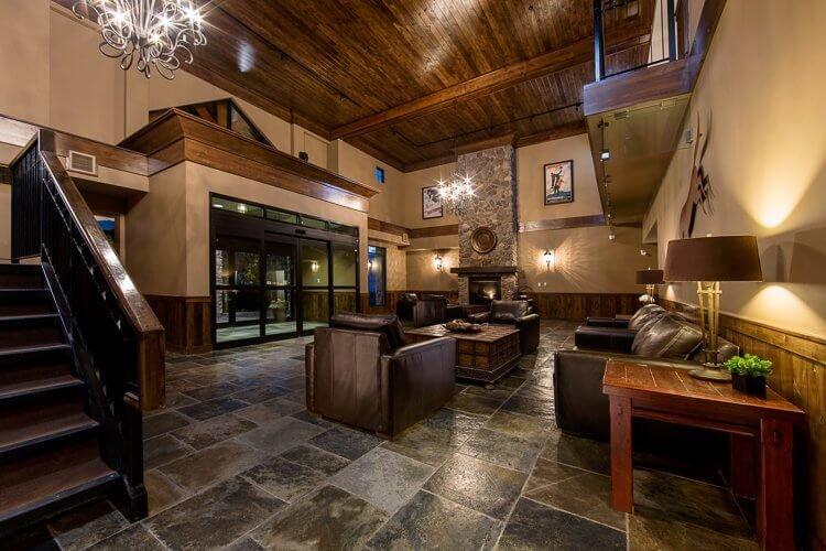 Kicking Horse - Glacier Mountaineer Lodge lobby