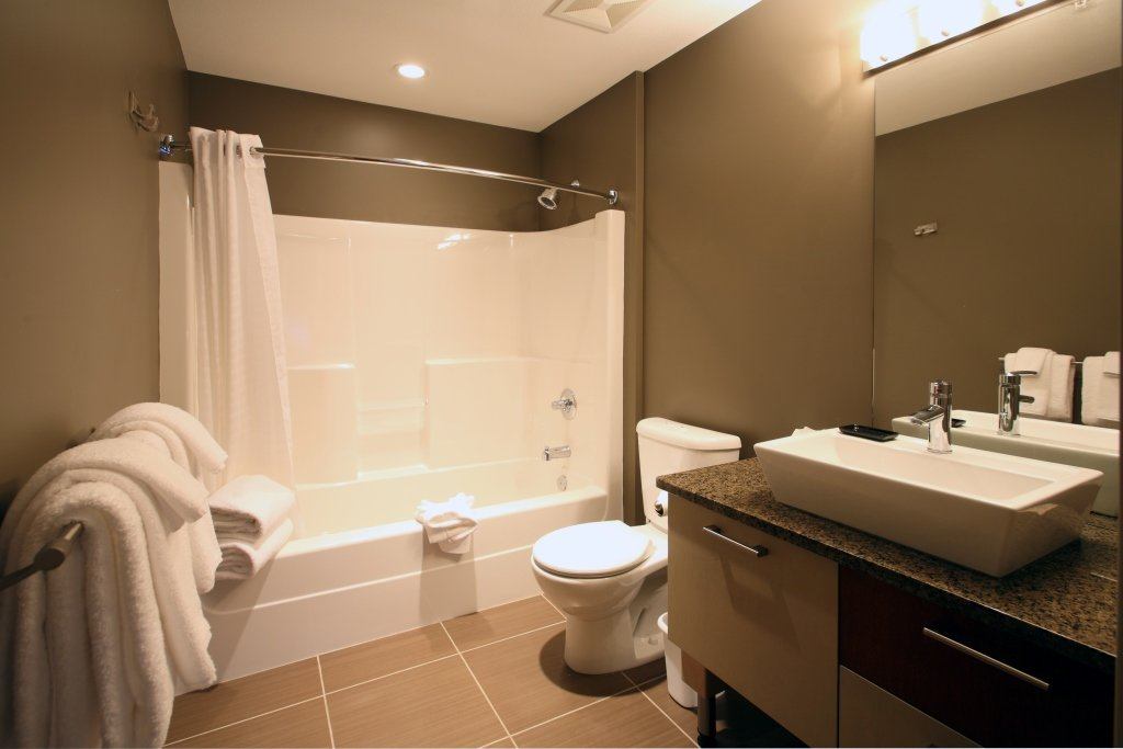 Silver Star - Firelight Lodge Bachelor bathroom