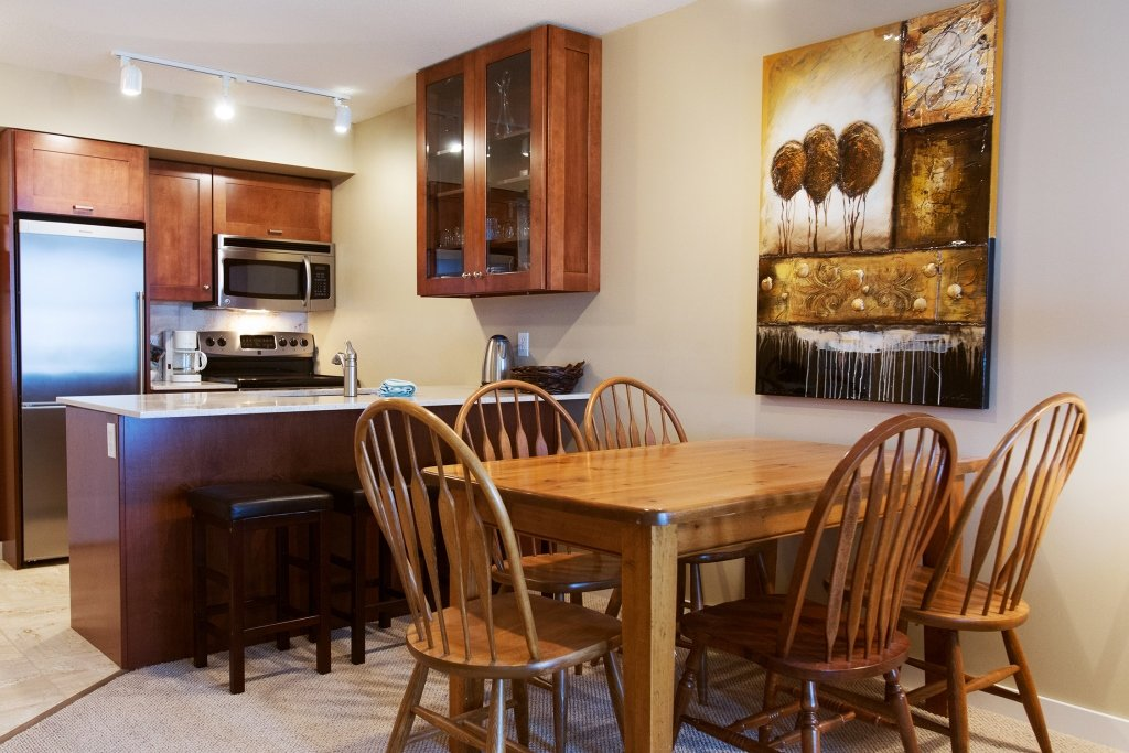 Silver Star – Silver Creek Lodge suite kitchen