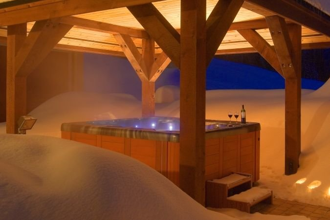 Silver Star – Snowbird Lodge hot tub