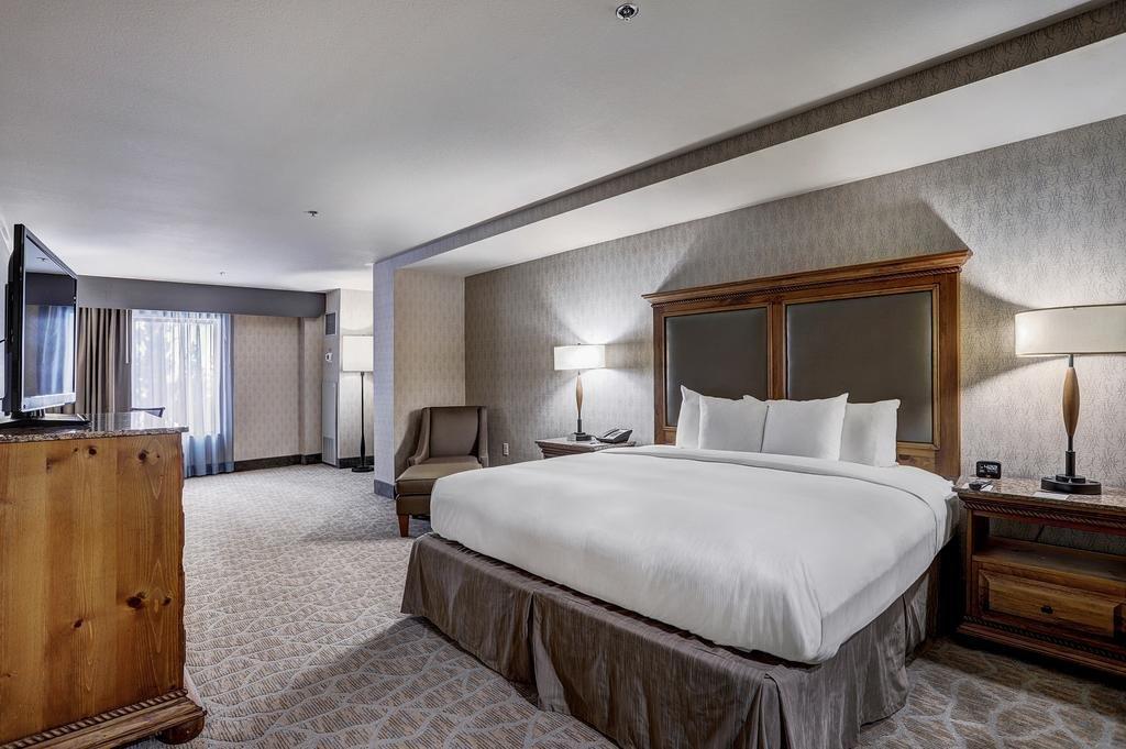 Breckenridge - Double Tree room king bed
