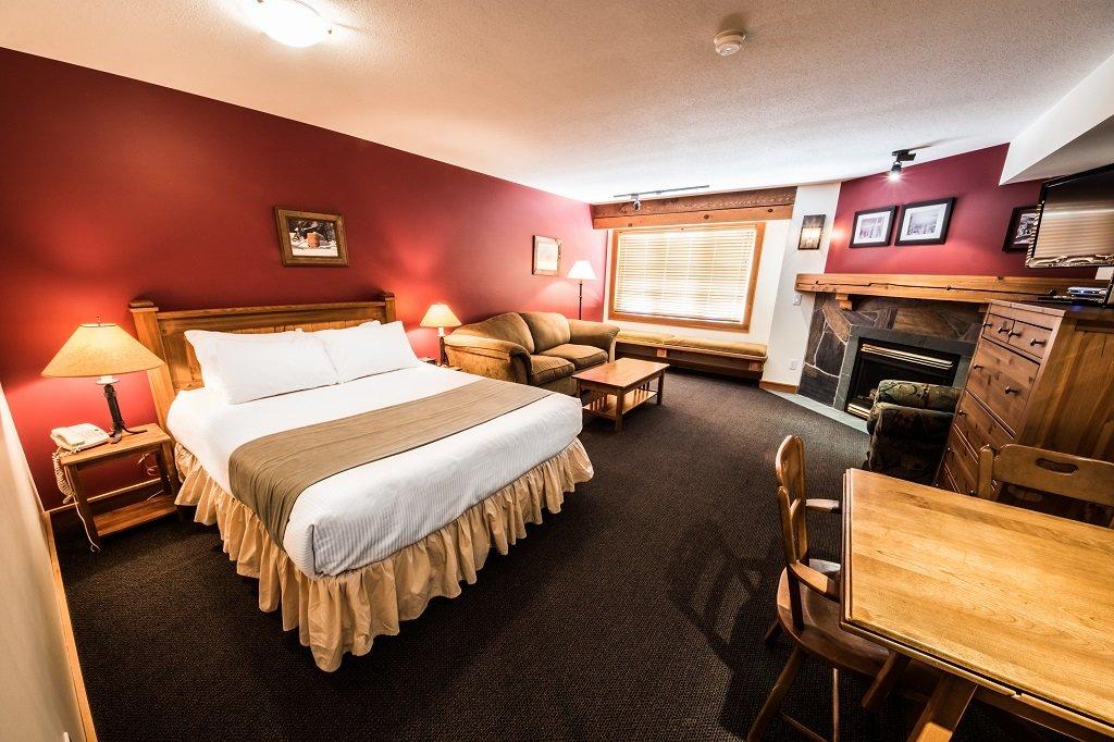 white crystal inn superior kitchenette hotel room voorbeeld kamer 215.jpg