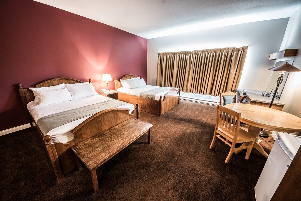 white crystal inn standard hotel room.jpg