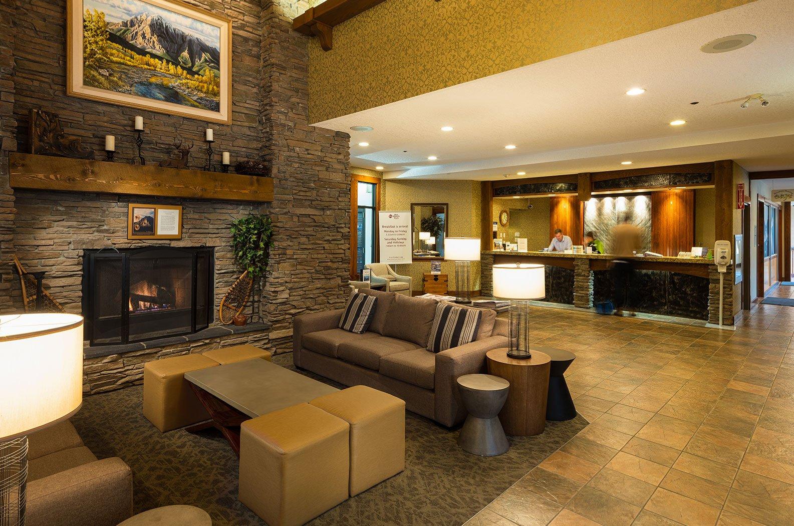 best western fernie mountain lodge receptie.jpg
