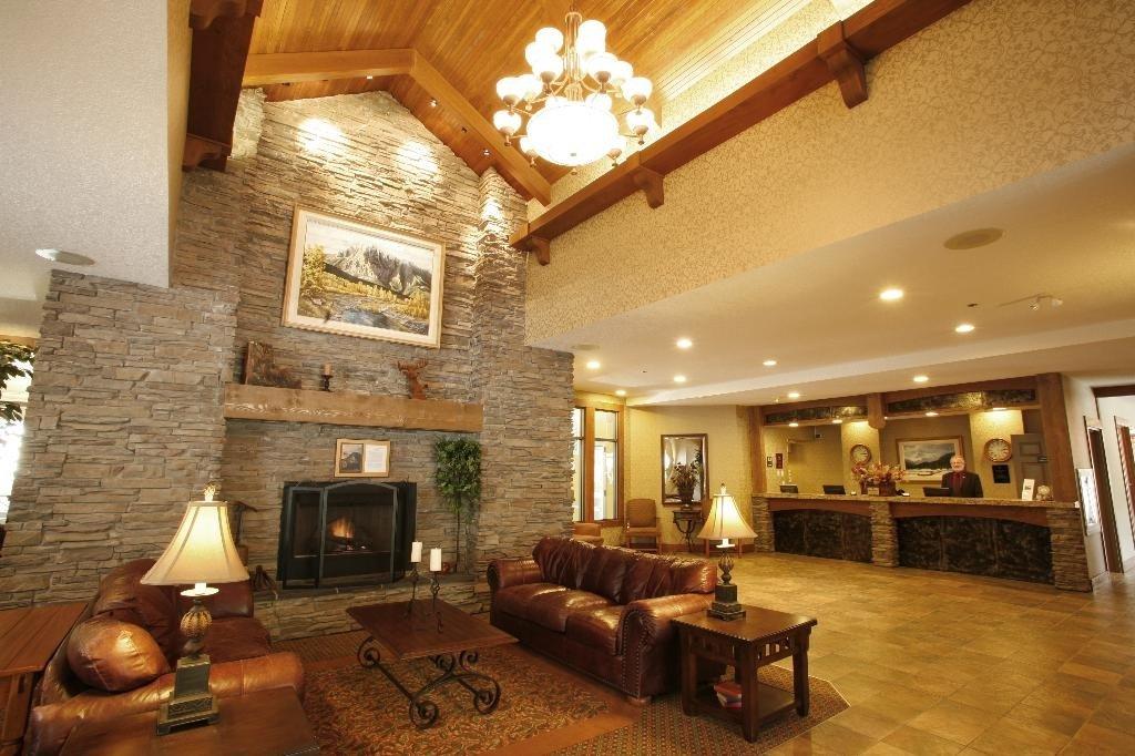 best western plus fernie mountain lodge lobby.jpeg