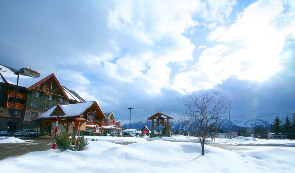 best western plus fernie mountain lodge exterior & fernie alpine resort.jpeg