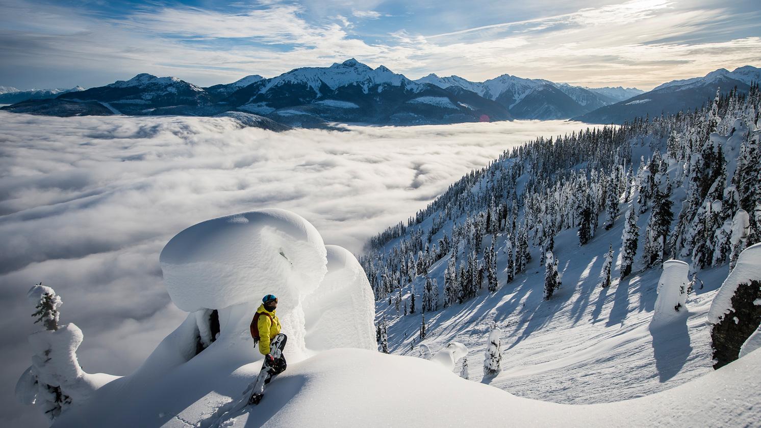 Een van de populaire activiteiten die Wintersportcanadaamerika aanbiedt is heli skien in British Columbia Canada