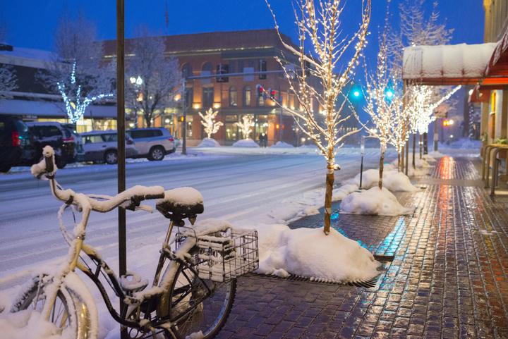 Na een dag op de champagne powder pistes in Aspen, kun je heerlijk uit eten in een van de vele restaurants in het centrum