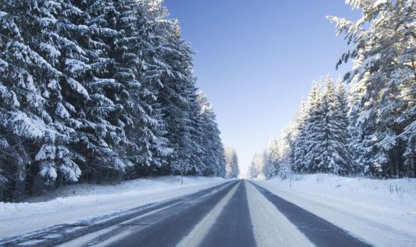 De snelwegen in Canada en Amerika lenen zich, ook in de winter, uitstekend om zelf met een huurauto te rijden.