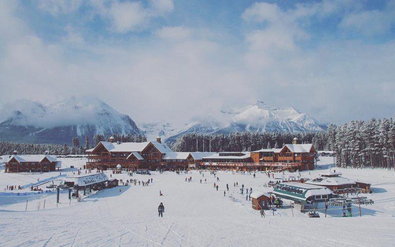 Lake Louise Ski Resort is samen met Banff onderdeel van de skiBig3, een hele mooie bestemming voor je wintersportvakantie naar Canada.