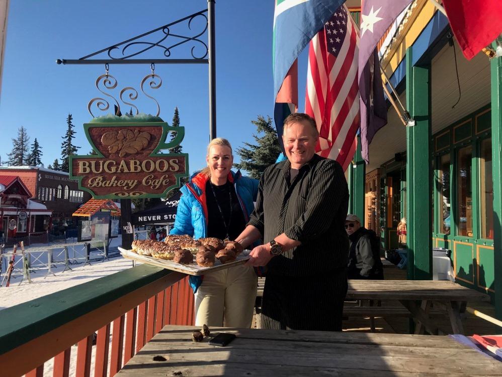 Else van WintersportCanadaAmerika bezoekt de Brabantse bakker Frank Berker in de Canadese wintersportplaats SilverStar