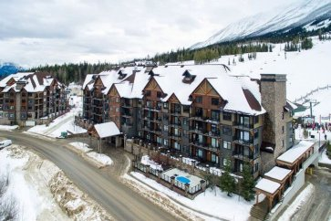 Kicking Horse - Glacier Mountaineer Lodge exterior