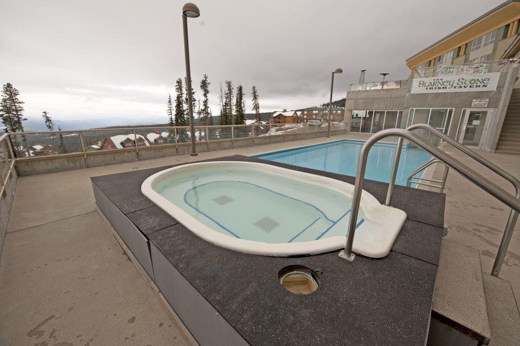 Big White - Inn at big white pool