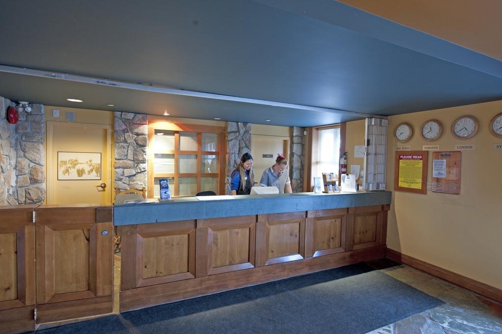 White Crystal Inn receptie.jpg