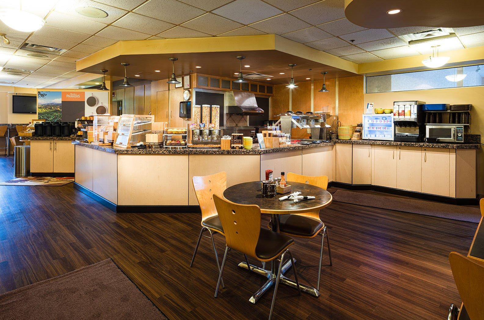Fernie - Best Western Mountain Plus breakfast cafe