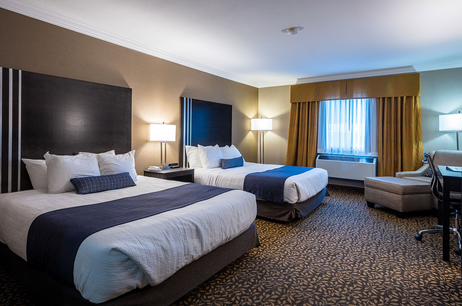 Fernie - Best Western Mountain Plus hotel room 2 queens