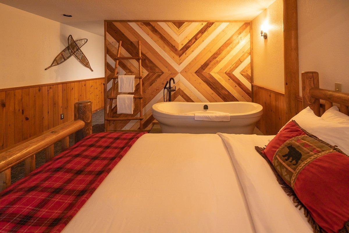 Lake Louise - Baker creek chalets jacuzzi suite.jpg