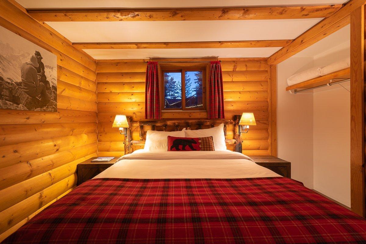 Lake Louise - Baker creek chalets loft bed jacuzzi.jpg