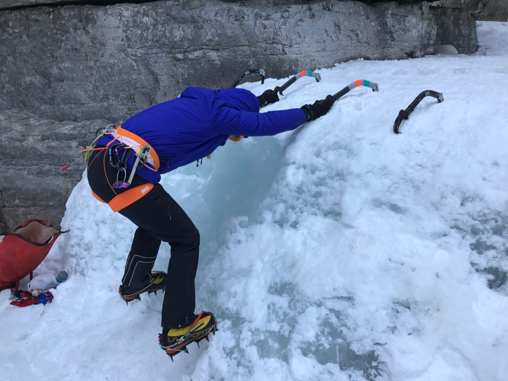 In Canada kun je tijdens je wintersportvakantie in Jasper ook ijsklimmen in de Maligne Canyon