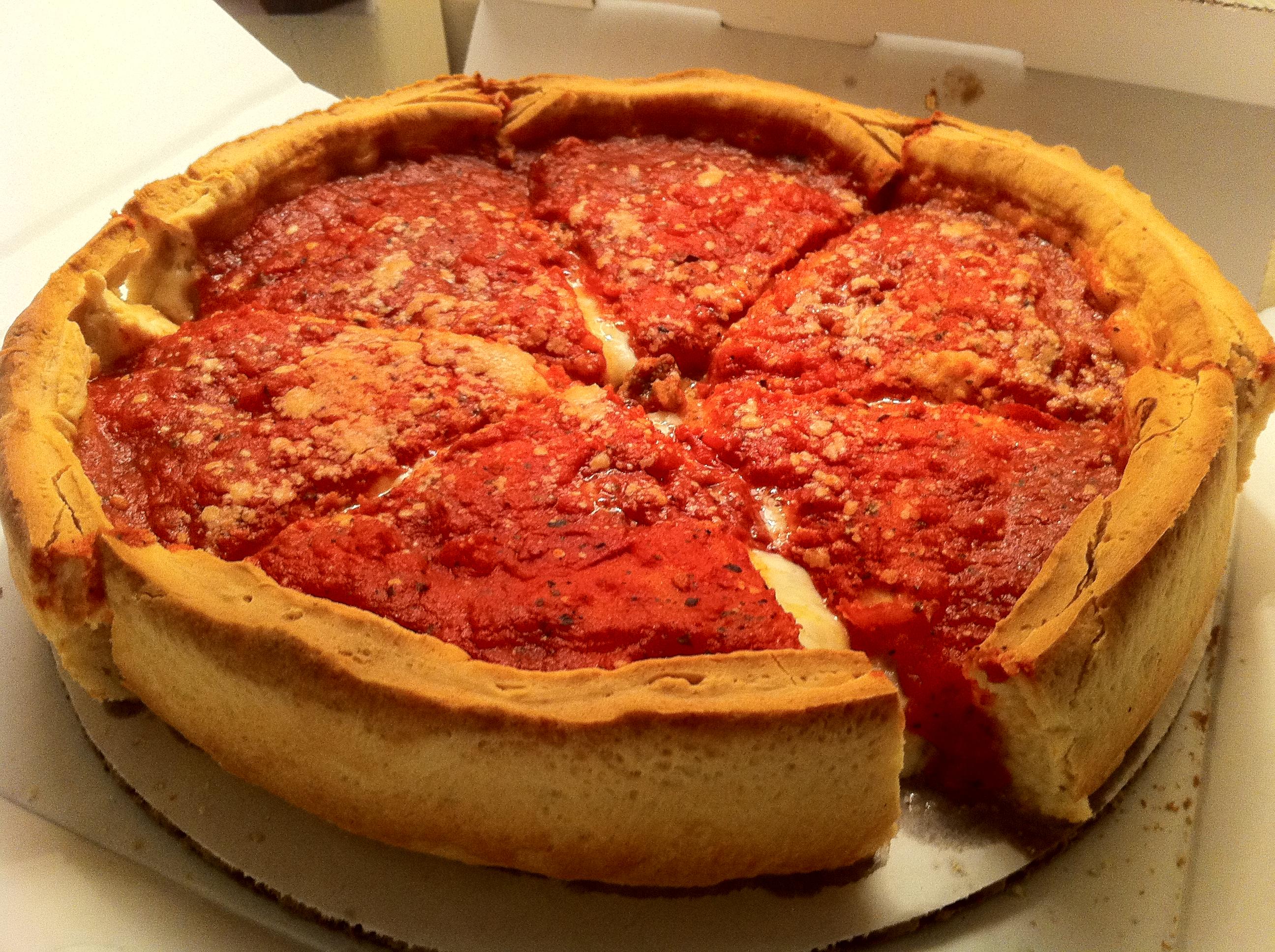 Als je Chicago bezoekt voor een stop over, eet dan een Deep dish pizza, dat is een typische Chicago food traktatie