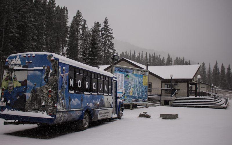 Als je een wintersportvakantie boekt naar Banff of Lake Louise kun je gratis gebruik maken van de skibus.