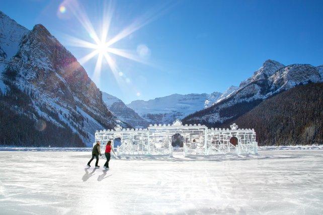 Schaatsen op het bevroren Lake Louise