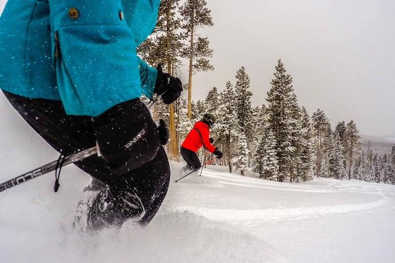 Als je gaat skiën in het voorjaar in Canada of Amerika zorg dan voor een goede zonnebril die je ogen goed beschermt.