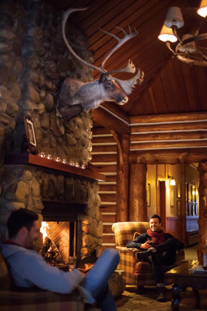 Fairmont Jasper Lodge is een vijfsterren accommodatie gelegen net buiten Jasper in Alberta