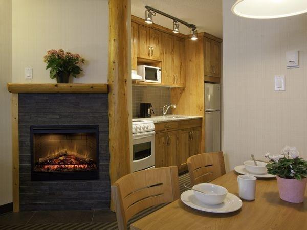 Marmot Lodge kitchenette room